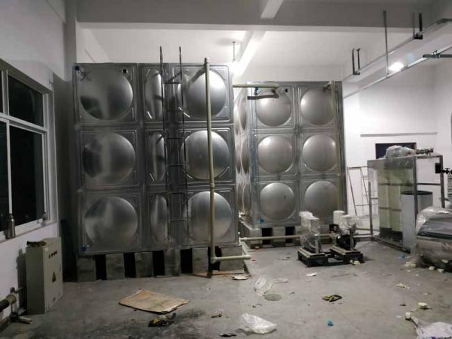 龙泉2台不锈钢水箱安装现场使用单位:美尔则道成都科技有限公司